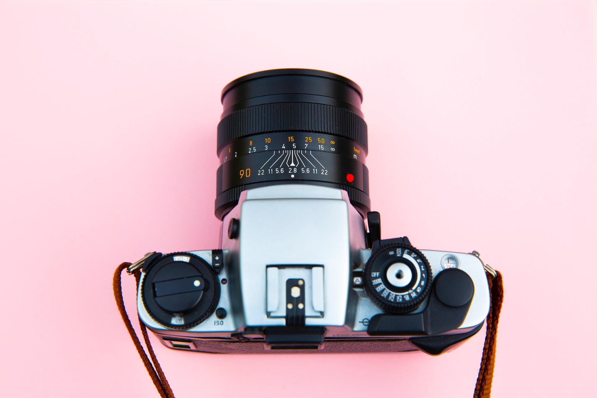 aparat z obiektywem