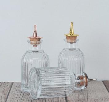 Małe butelki ze szkła
